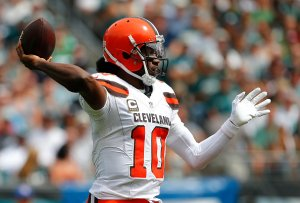 PHILADELPHIA, PA - SEPTEMBER 11: Quarterback Robert Griffin III #10 of the Cleveland Browns attempts a pass against the Philadelphia Eagles during the second quarter at Lincoln Financial Field on September 11, 2016 in Philadelphia, Pennsylvania. The Eagles defeated the Browns 29-10. (Photo by Rich Schultz/Getty Images)