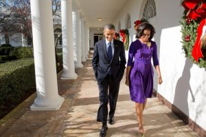 Pres. and Mrs. Obama walk the Colonnade