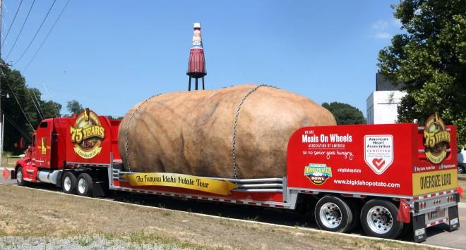 Idaho potato tours United States on flatbed truck