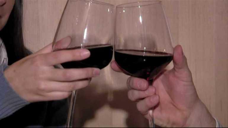 wine-toast-glasses