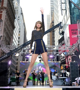 Taylor Swift performs during her epic '1989' Times Square concert on 'Good Morning America' on October 30, 2014 in New York City. Getty Images)