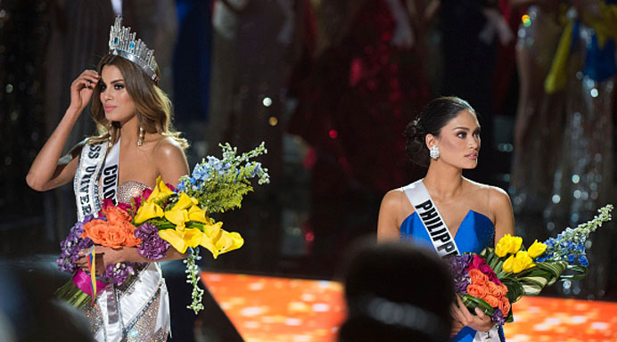 Miss Colombia 2015 Ariadna Gutierrez (L) is mistakenly named Miss Universe 2015 instead of first runner-up during the 2015 during the 2015 MISS UNIVERSE show at Planet Hollywood Resort & Casino, in Las Vegas, California, on December 20, 2015. (Getty Images)