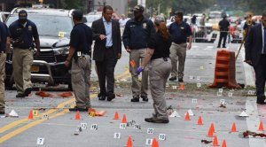 Governor Andrew Cuomo visited Chelsea where the explosion occurred last night. (NY Governor's Office)