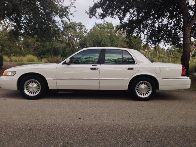 Lawrence Lawyer is driving a beige 2001 Mercury Grand Marquis with a Missouri handicapped license plate: BR80V