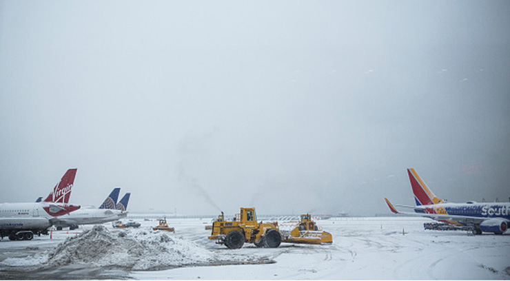 NEW YORK, NY - FEBRUARY 02:  The tarmac of La Guardia Airport is cleared during a winter storm on February 2, 2015 in the Queens borough of New York City. The snowstorm, which is effecting an area stretching from New York to Chicago, is disrupting travelers both on the road and in the air.  (Photo by Andrew Burton/Getty Images)