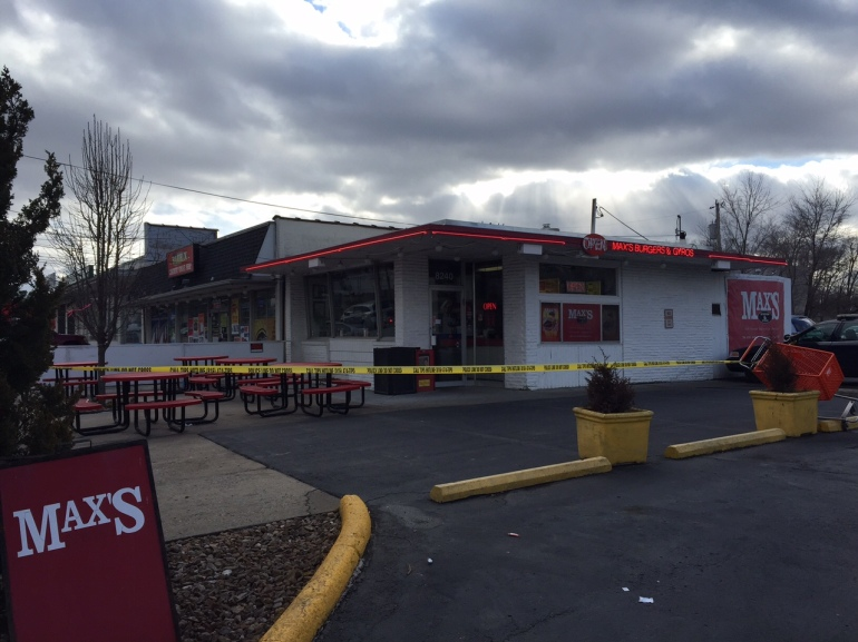 Scene of an armed robbery investigation at Max's Burgers and Gyros on February 8, 2016. (Photo: Katie Banks/WDAF-TV)