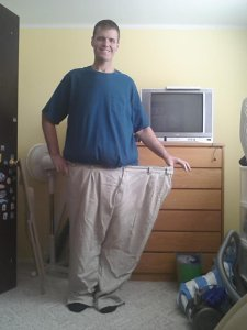 Random online match helps man lose nearly 400 pounds