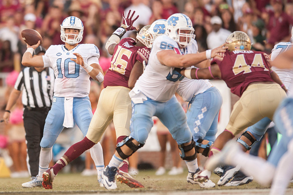 TALLAHASSEE, FL - OCTOBER 01: Mitch Trubisky #10 of the North Carolina Tar Heels looks to make a pass during the game against the Florida State Seminoles at Doak Campbell Stadium on October 1, 2016 in Tallahassee, Florida. (Photo by Jeff Gammons/Getty Images)