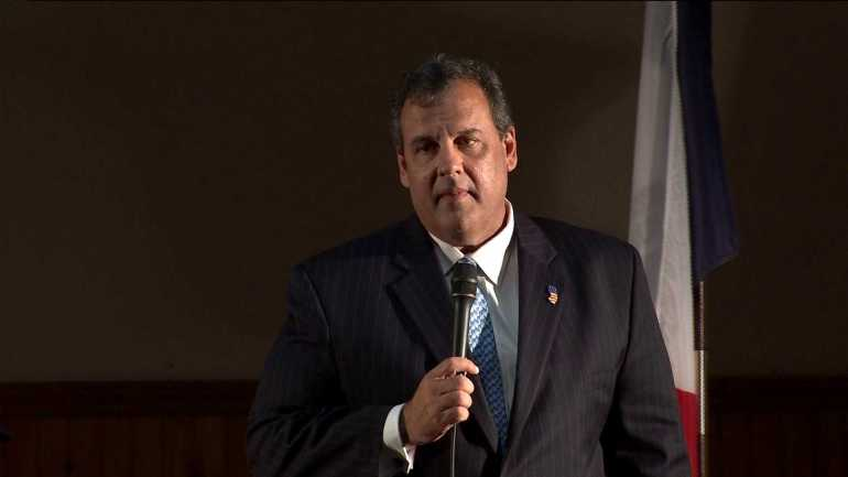New Jersey governor Chris Christie speaks in Davenport. (WHO-HD)