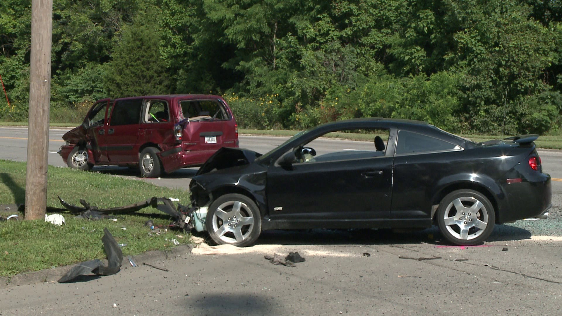 Accident at Chautauqua Parkway and Hickman Road. (WHO-HD)