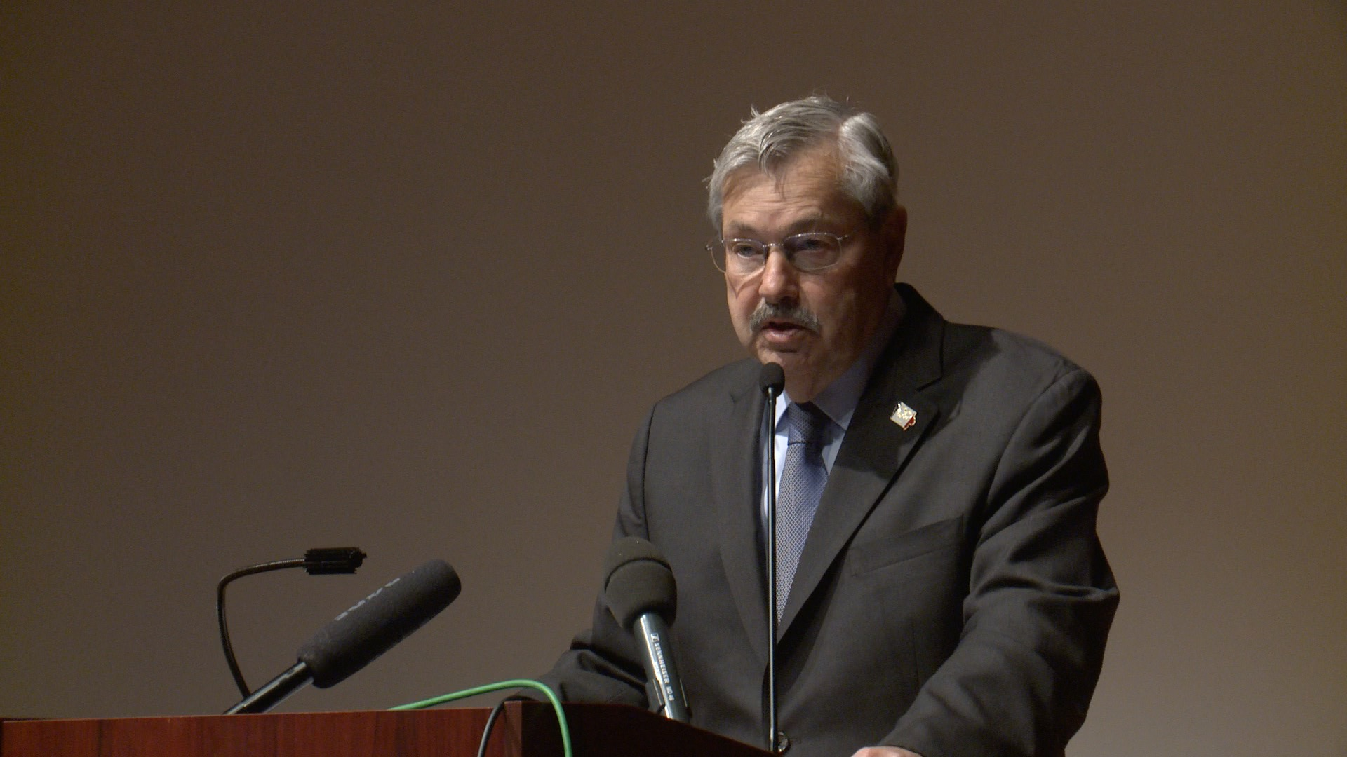 Governor Branstad speaking before the Iowa School Choice Summit in Des Moines (Roger Riley WHO-HD)