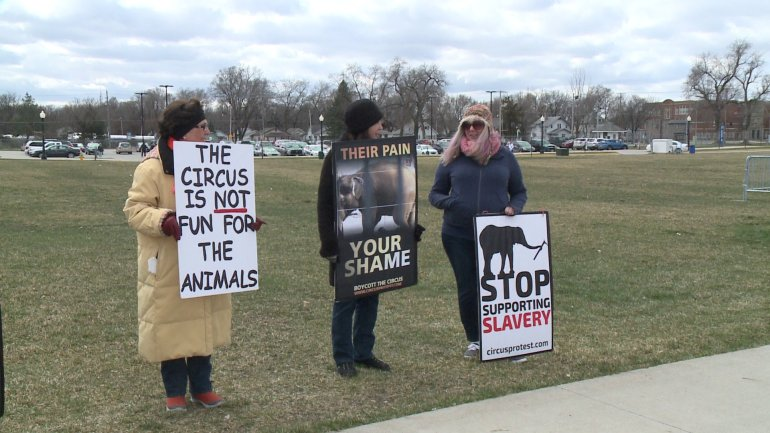 Protesters at Shrine Circus. (WHO-HD)