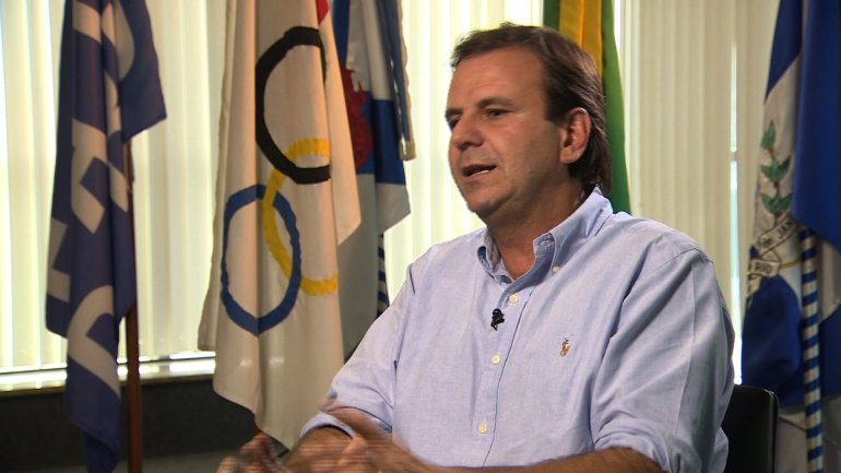 A month before Rio welcomes thousands of visitors for the 2016 Olympic Games, the city's mayor has lashed out at state officials over the policing of violent crime.