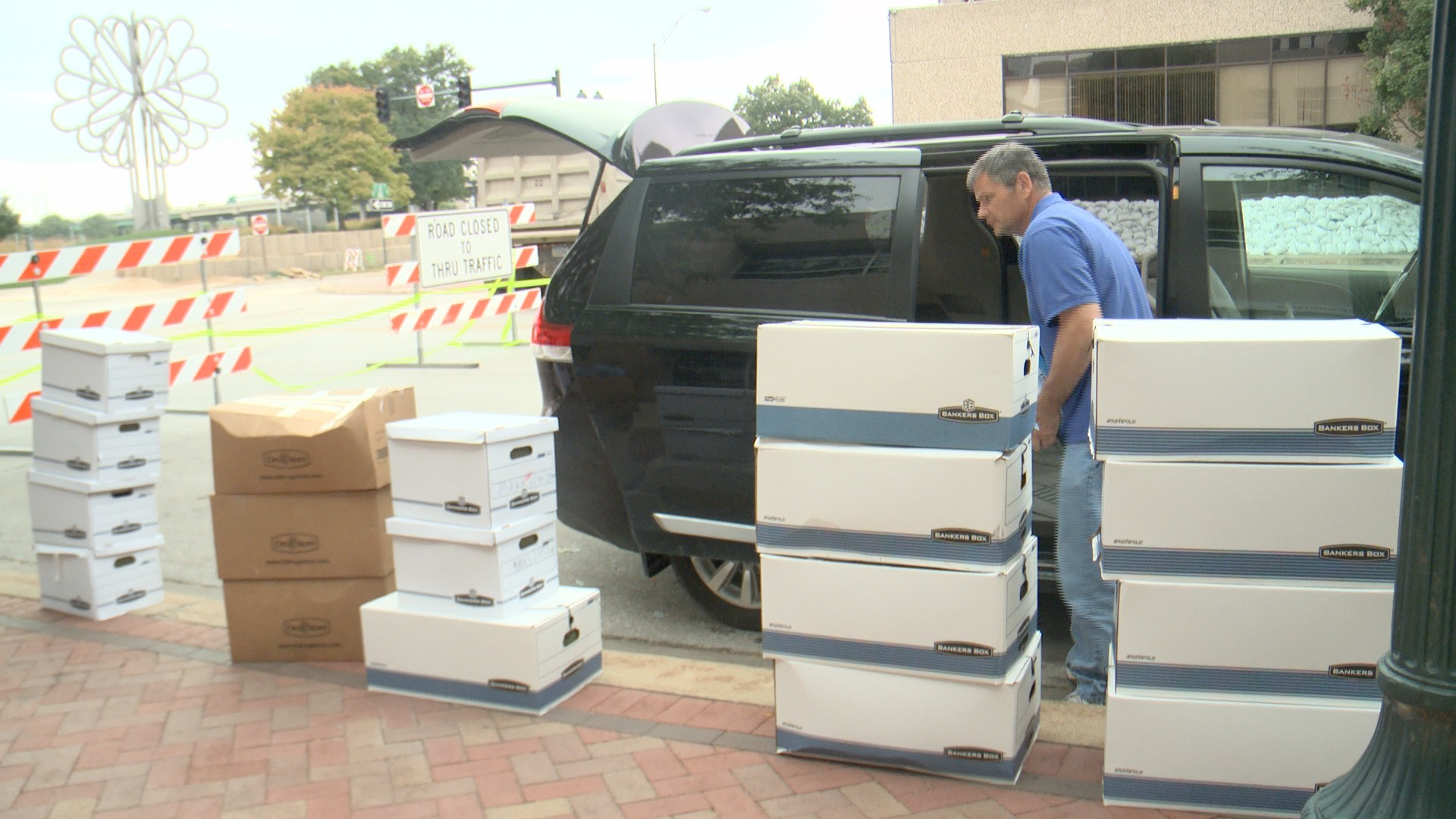 A Cedar Rapids consulting firm is moving records back into their office after the Cedar River flood threat diminished. (Roger Riley WHO-HD)