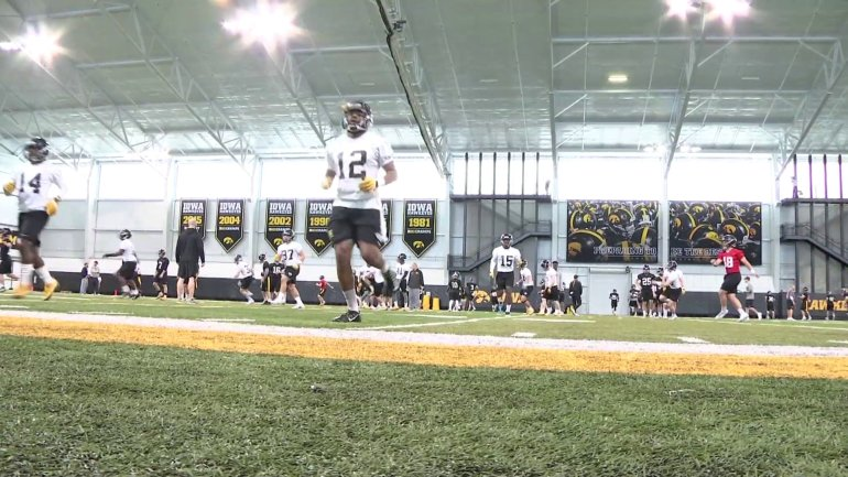 The Iowa Hawkeyes prepare to play in the Outback Bowl in Tampa. (WHO-HD)