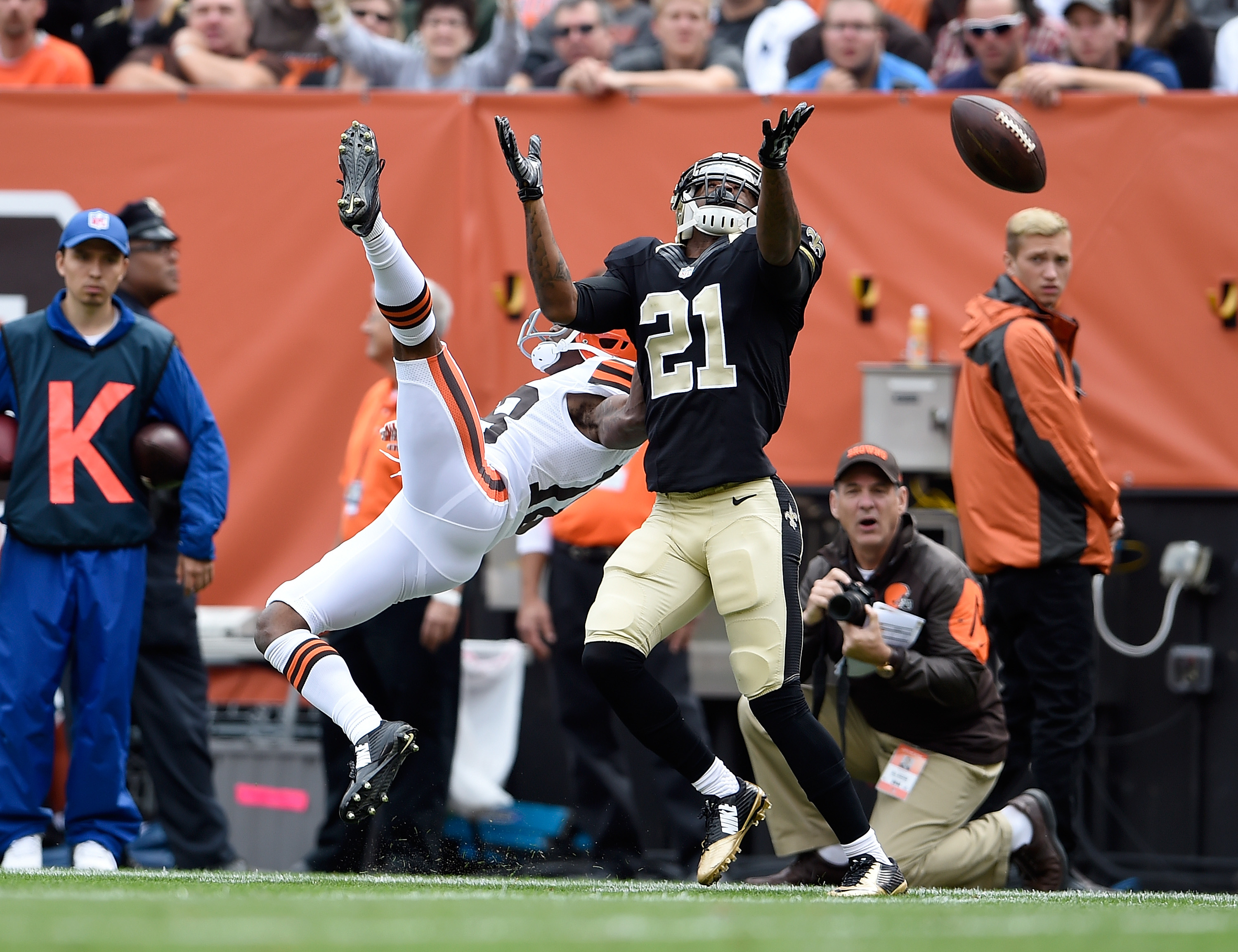 Patrick Robinson #21 of the New Orleans Saints gets called for pass intrench against Taylor Gabriel #18 of the Cleveland Browns during the first quarter at FirstEnergy Stadium on September 14, 2014 in Cleveland, Ohio.  (Jason Miller/Getty Images)