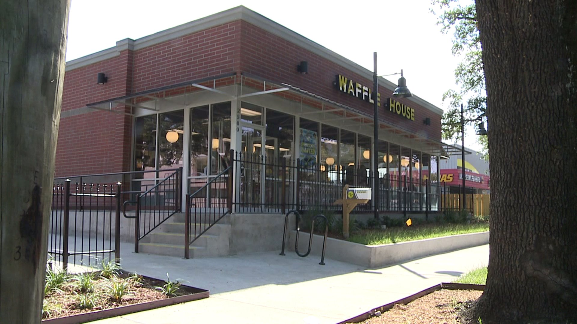 New Waffle House opens in Mid-City