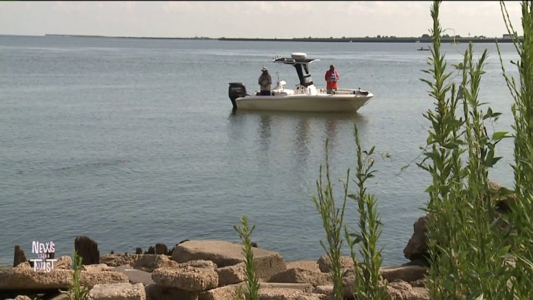 Wild Wayne and LBJ out on the boat (WGNO-TV)