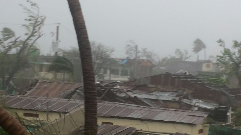 Hurricane Matthew makes landfall in Les Cayes, Haiti on October 4, 2016