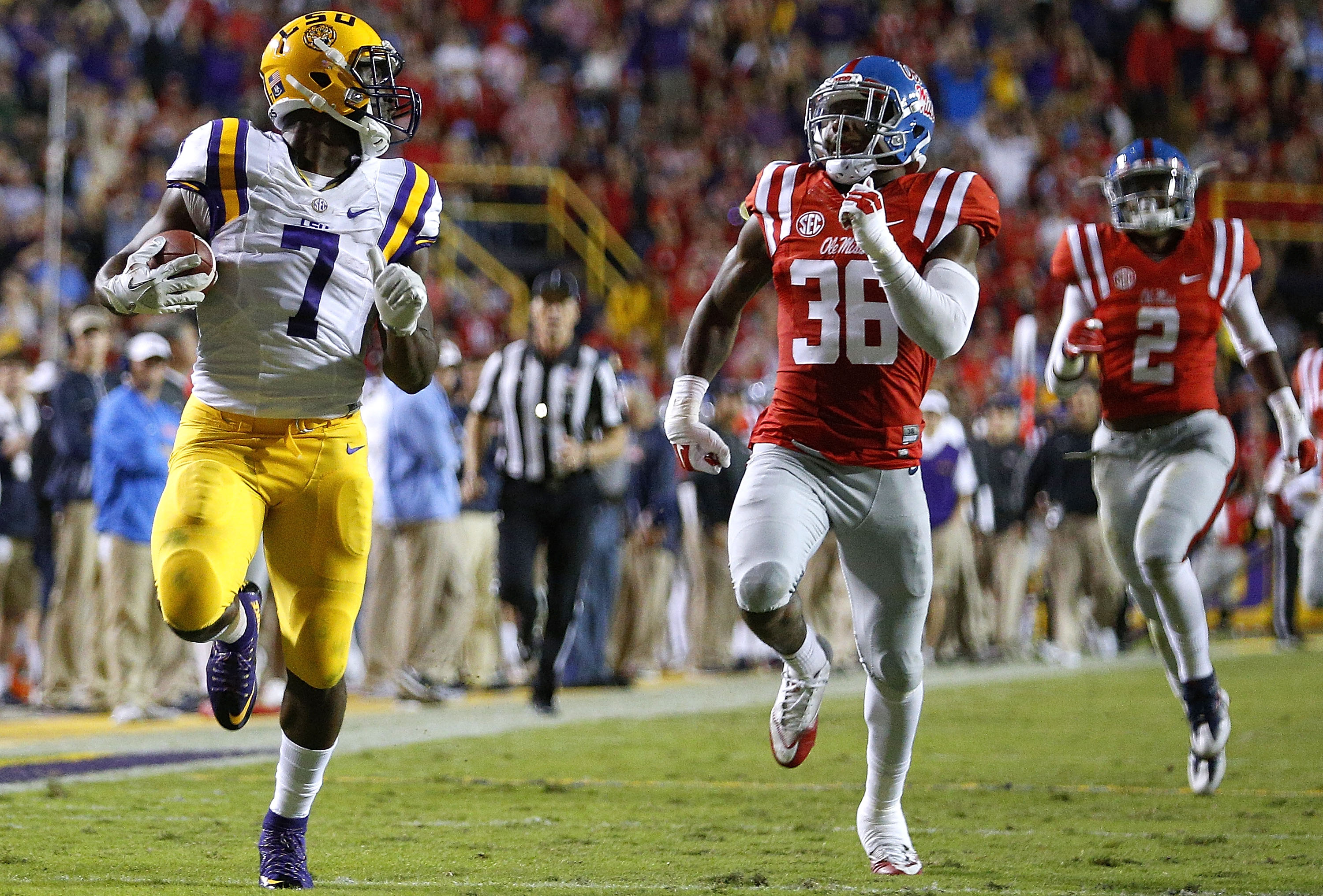 BATON ROUGE, LA - OCTOBER 22:  Leonard Fournette #7 of the LSU Tigers runs past Zedrick Woods #36 of the Mississippi Rebels for a 76-yard touchdown during the first half of a game at Tiger Stadium on October 22, 2016 in Baton Rouge, Louisiana.  (Photo by Jonathan Bachman/Getty Images)