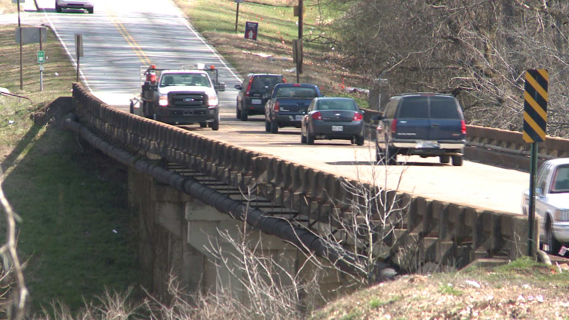 Drivers move across the Flint River bridge on Winchester Road on Monday. (Photo: Gregg Stone, WHNT News 19)