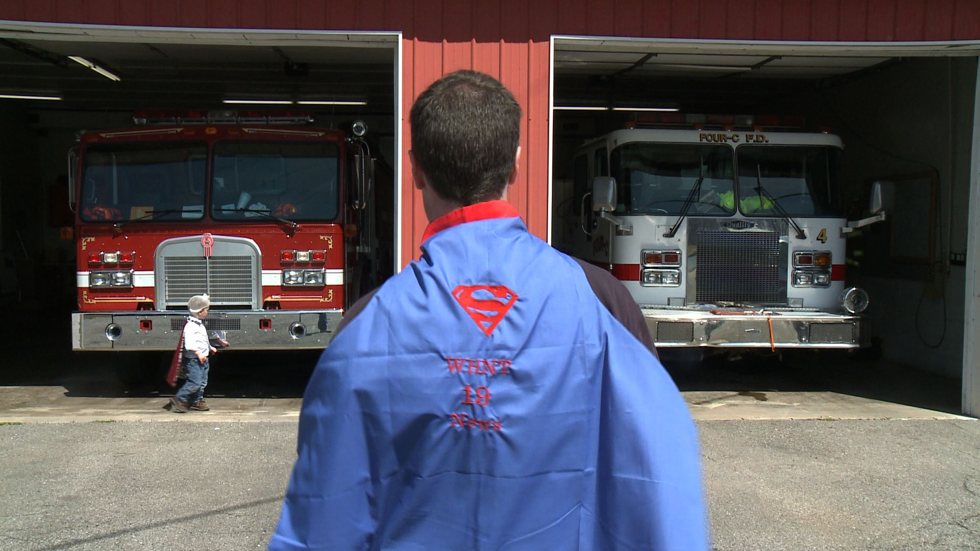 Robert Richardson in his Super WHNT News 19 cape. (Photo: Robert Richardson, WHNT News 19)