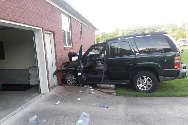 SUV hits house on Cannstatt Drive. (Photo: David Schmidt, WHNT News 19)