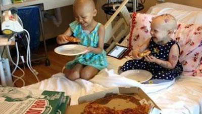 girls_eating_pizza400
