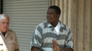 Dewayne Hicks, as he is led in to the Morgan County Courthouse on August 14. (Photo: Al Whitaker, WHNT News 19)