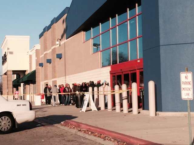 Shoppers line up outside of Best Buy on Highway 72 West in Huntsville on Black Friday. (Photo by: WHNT News 19 Staff)