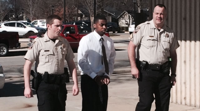 Ezekiel Gholston, center, is led into the Morgan County Courthouse. (Photo: Beth Jett/WHNT News 19/January 28, 2015)