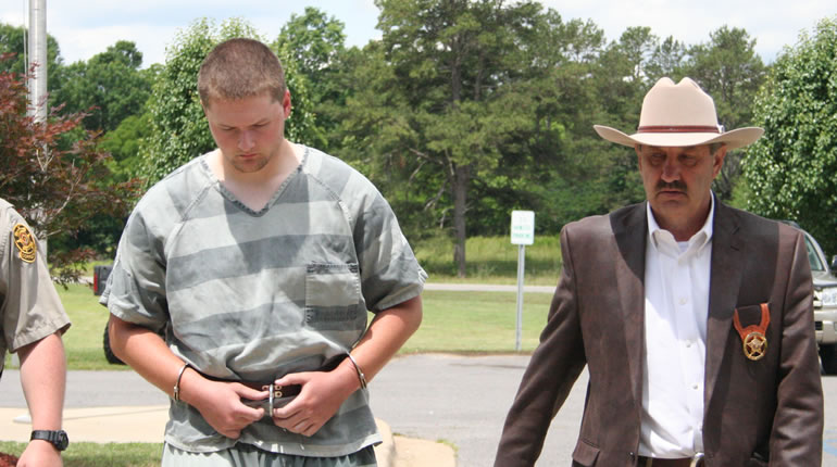 Tyler Ryan Blansit, left, walks in to the DeKalb County Courthouse. Sheriff Jimmy Harris walks alongside him. (Photo: DeKalb County Sheriff's Office/June 2, 2015)