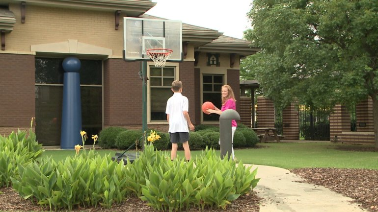 December Guzzo plays basketball with her son. (Shane Hays/WHNT News 19)