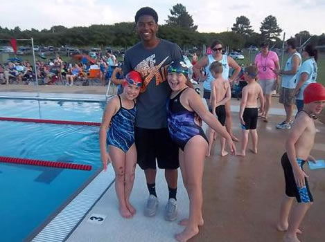 Laban Jamar visits with swimmers. (Photo: Sarah Black)