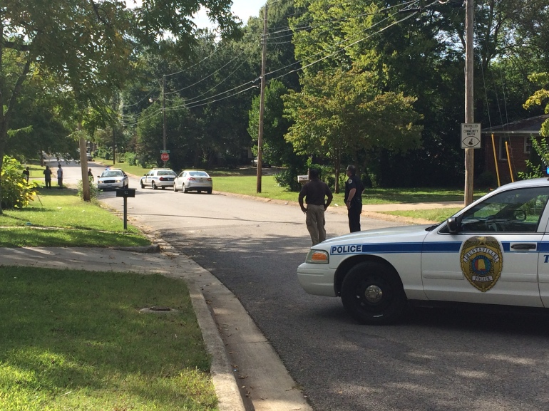 Police are stationed on Kennan Road in Huntsville. (Photo: Jeremy Jackson/WHNT News 19)