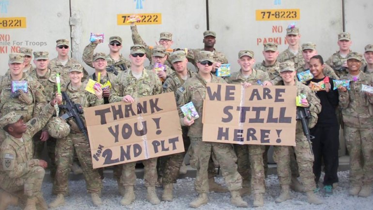 Photo of U.S. servicemen and woman thanking 'A Smile for Troops' for the care packages. (Photo: Facebook)