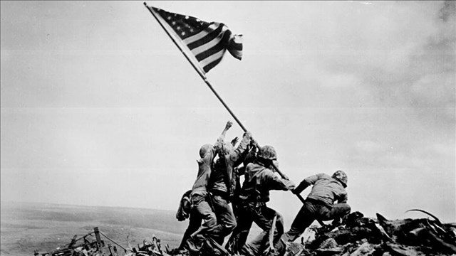 Flag Raising on Iwo Jima (Photo: Joe Rosenthal / archives.gov)