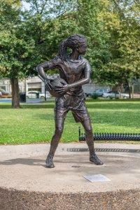 scottlyn statue 5