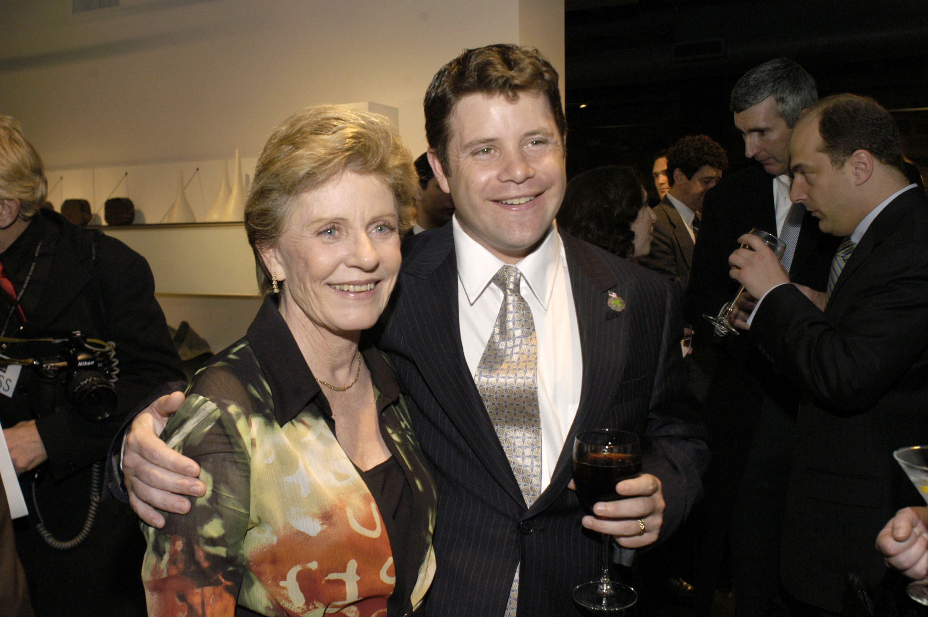 WASHINGTON, DC - MARCH 30: (U.S. TABS AND HOLLYWOOD REPORTER OUT) Actress Patty Duke attends the Creative Coalition's 2004 Capitol Hill Spotlight Awards ceremony with her son actor Sean Astin March 30, 2004 in Washington, DC. (Photo by David S. Holloway/Getty Images)