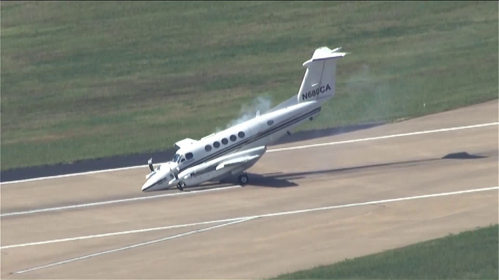 (4/4) Pilot successfully lands plane at WRWA after landing gear malfunction.