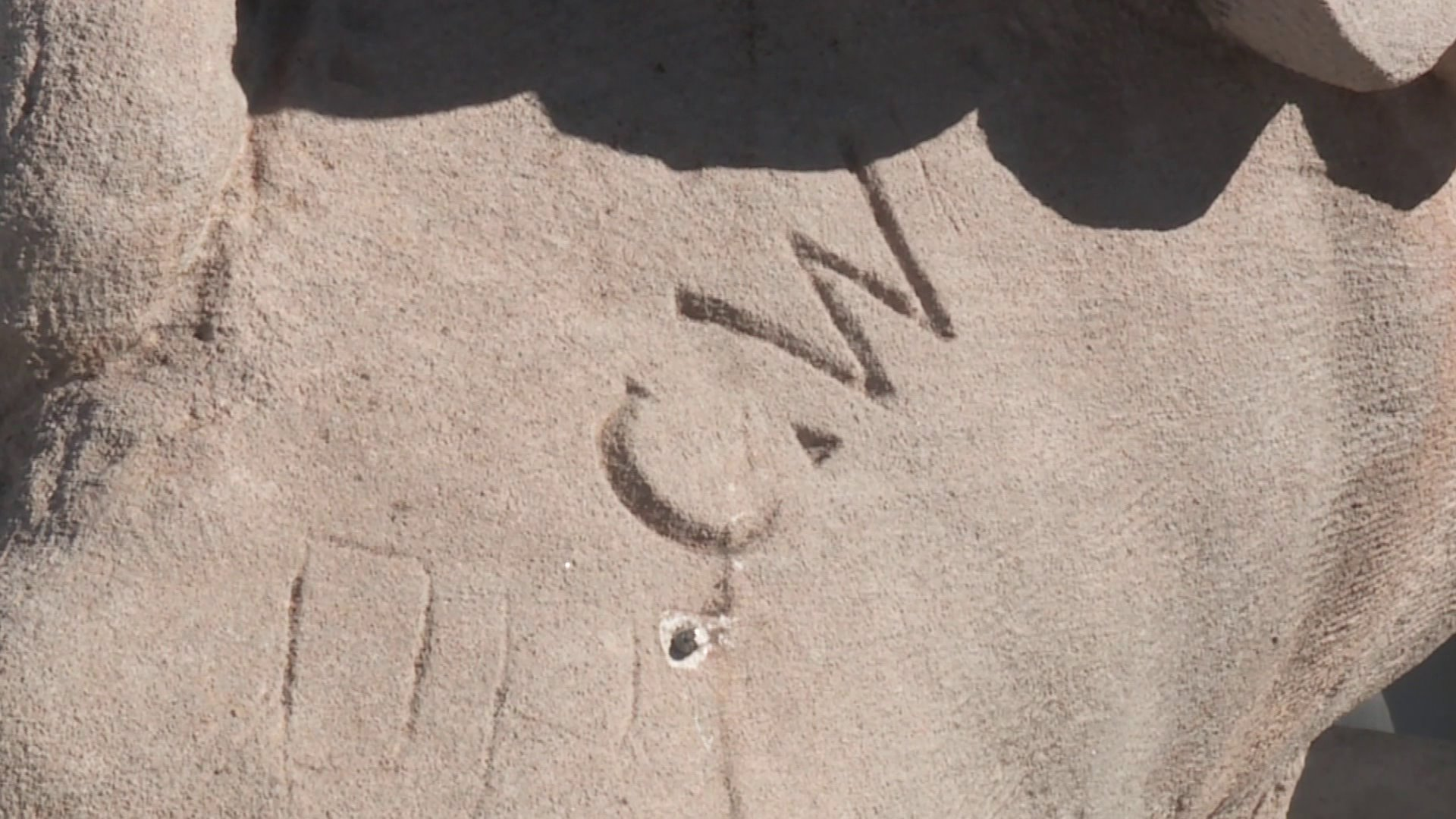 The initials C.W. were found carved on one of the chimeras on top of the capitol