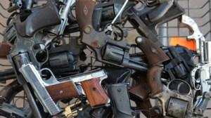 hand-guns-bg