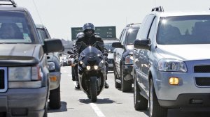 Motorcyclists, going southbound on the 405 freeway, engage in a practice known as lane-splitting or lane-sharing. (Credit: Lori Shepler/Los Angeles Times)