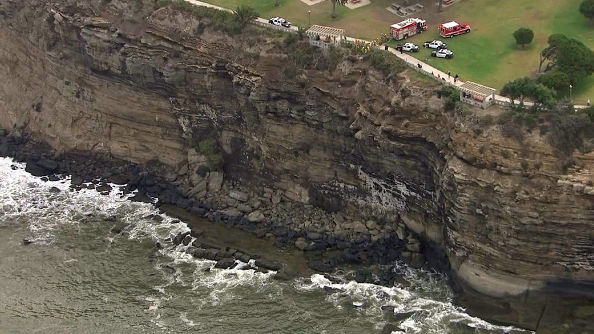 A wide shot of the Point Fermin cliff as rescuers help a trapped man on Friday, Aug. 22, 2014. (Credit: KTLA)