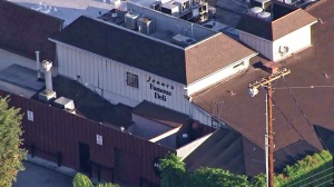 Police investigate a possible break-in at Jerry's Famous Deli in Encino on Wednesday, Sept. 9, 2014. (Credit: KTLA)