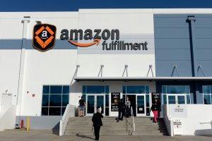Employees arrive at Amazon's San Bernardino Fulfillment Center October 29, 2013. (Credit: Kevork Djansezian/Getty Images)