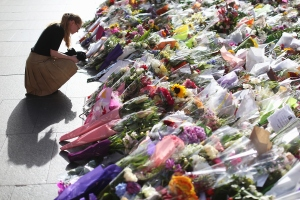Flowers are left as a sign of respect at Martin Place on Wednesday, Dec. 17, 2014, in Sydney, Australia. (Credit: Joosep Martinson/Getty Images)
