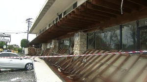 Part of a second-story balcony collapsed at a mixed-use building in Long Beach Friday morning. (Credit: KTLA)