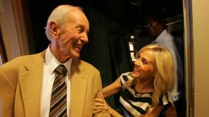 Stan Chambers is congratulated by colleague Jessica Holmes after he made his last broadcast in 2010 in a career that spanned more than six decades at KTLA. (Credit: Bob Chamberlin / Los Angeles Times)