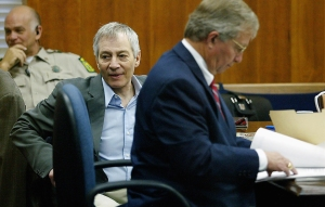 Millionaire murder defendant Robert Durst (C) sits in State District Judge Susan Criss court with his attorney Dick DeGuerin (R) November 10, 2003 at the Galveston County Courthouse in Galveston, Texas. (Credit: Getty Images)